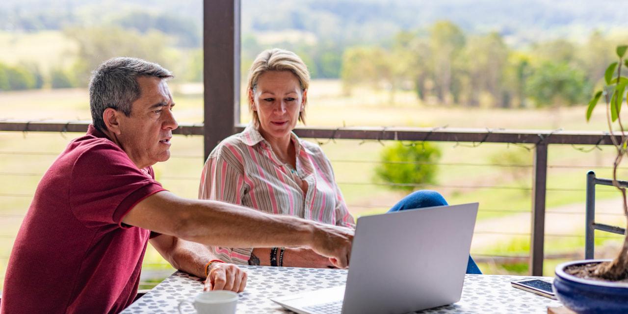 homme et femme gestion agricole comptabilité
